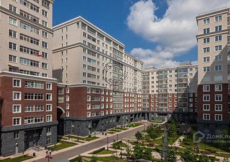 Продаётся 5-комнатная квартира, 201.8 м²