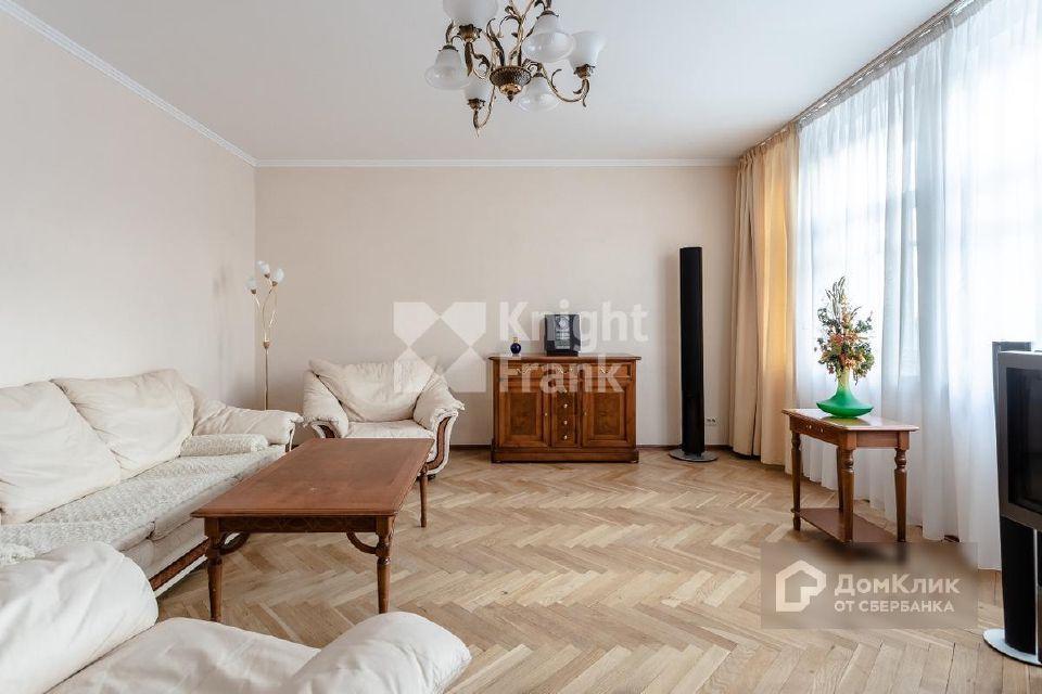 Продаётся 6-комнатная квартира, 174 м²