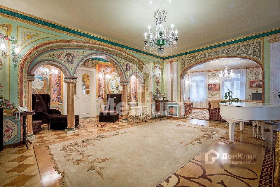 Продаётся 7-комнатная квартира, 325 м²