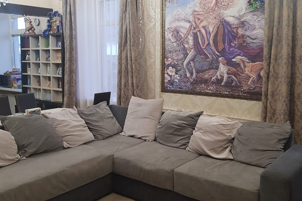 Продаётся 5-комнатная квартира, 175 м²